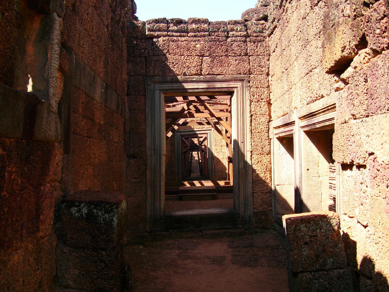 Banteay Samre Temple inner passageways East Baray Jan 2010 01
