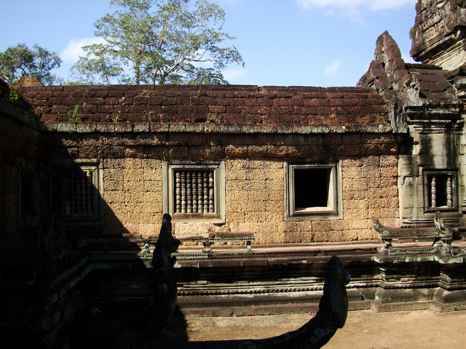 Banteay Samre Temple inner passageways East Baray Jan 2010 02