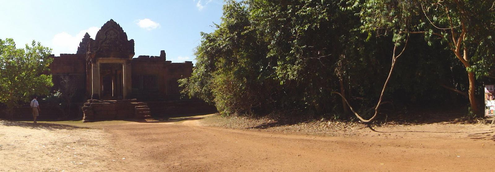 Banteay Samre Temple main gates East Baray 02