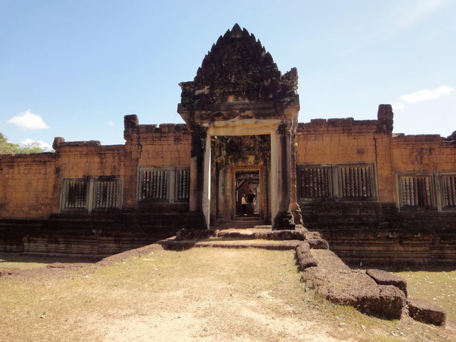 Banteay Samre Temple main gates East Baray 05