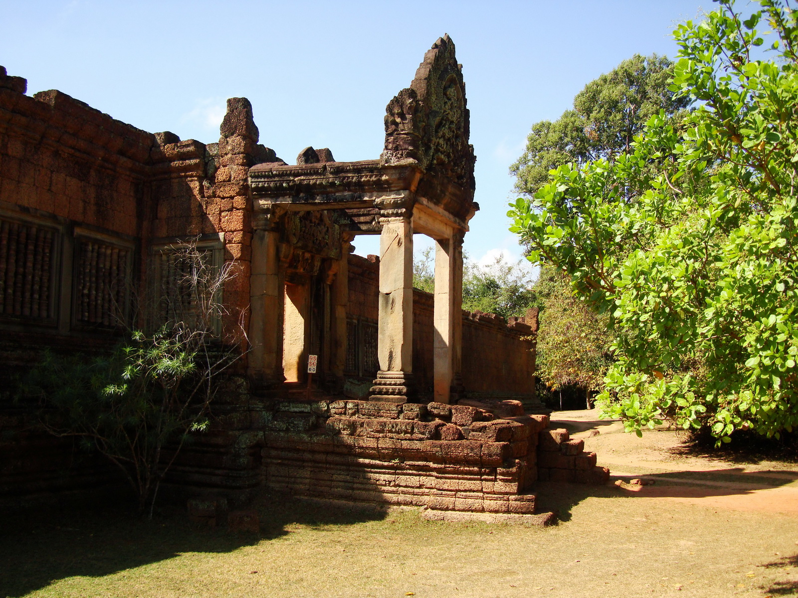 Banteay Samre Temple main gates East Baray 08
