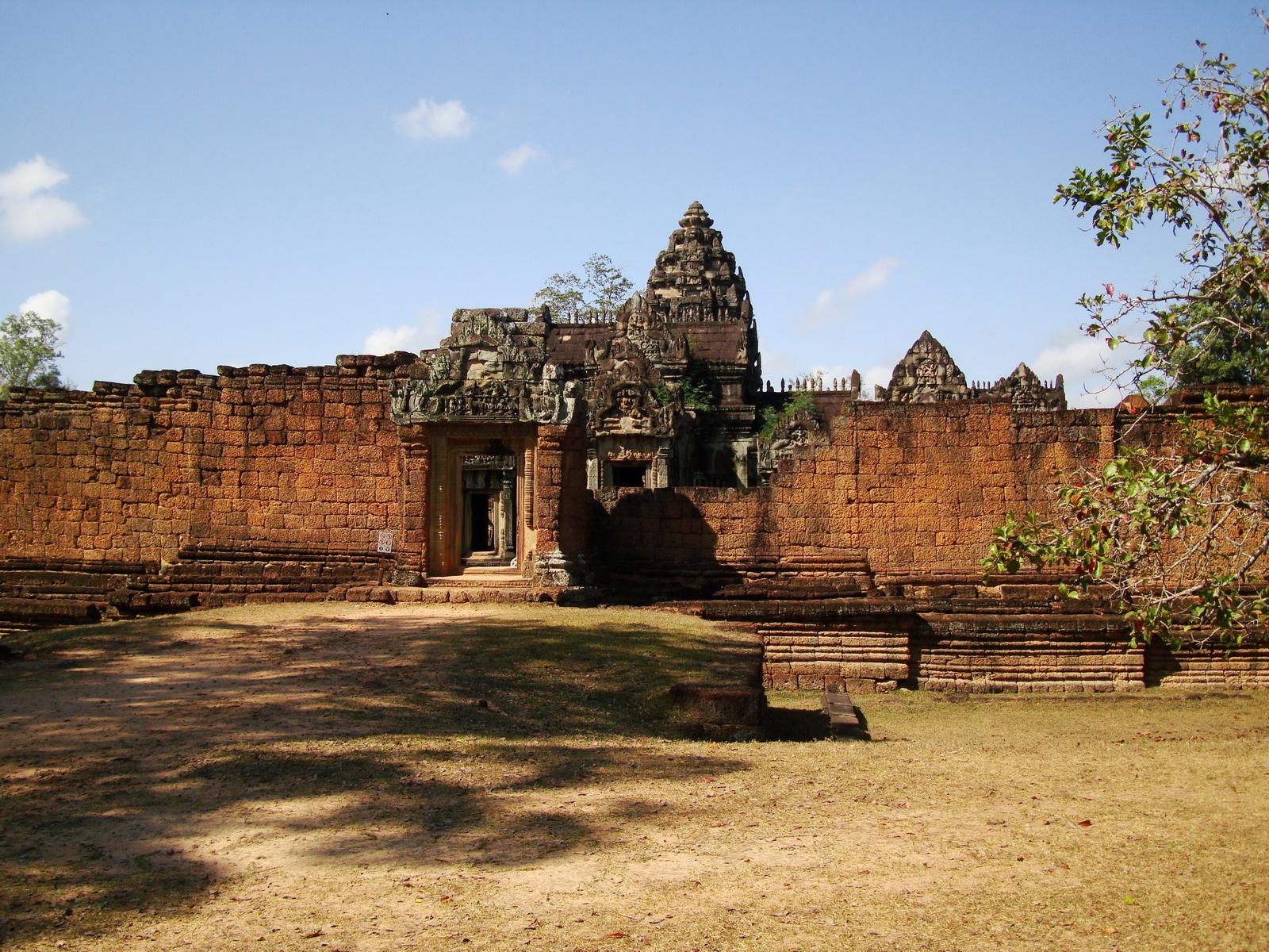 Banteay Samre Temple main gates East Baray 09