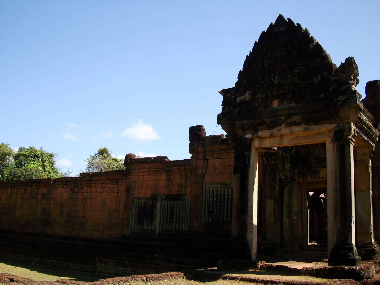 Banteay Samre Temple main gates East Baray 11