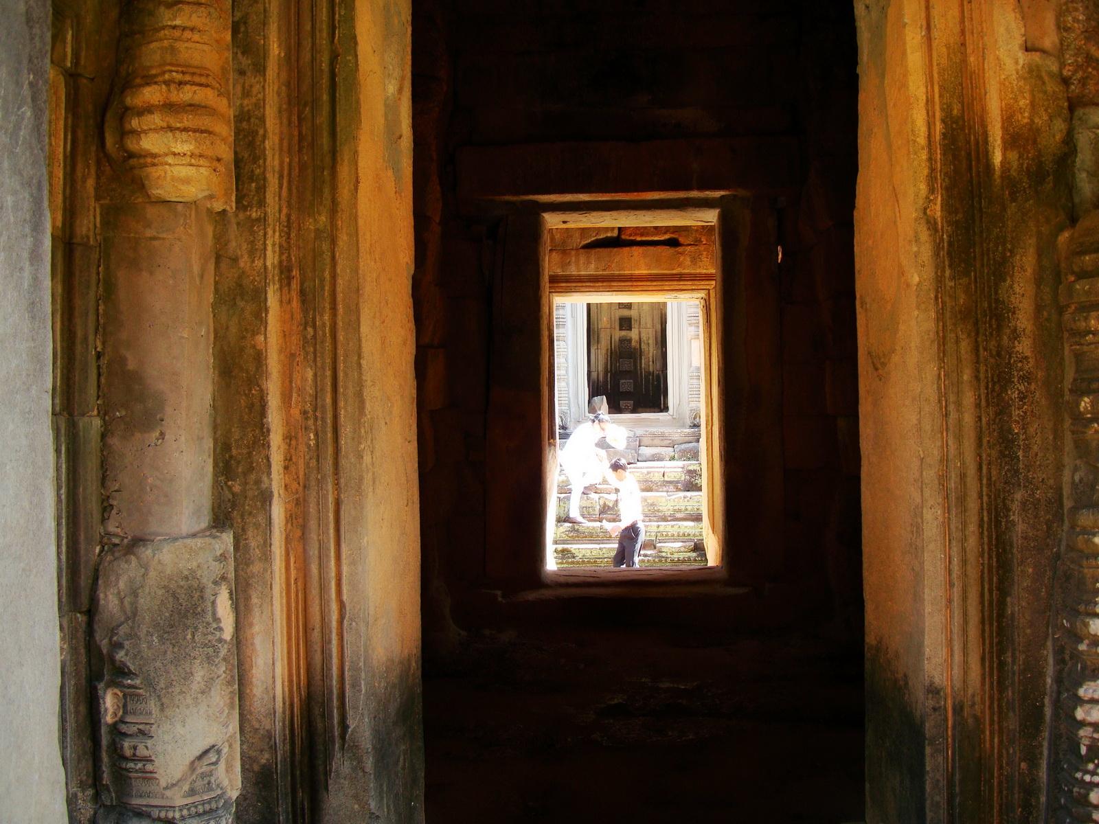 Banteay Samre Temple main sanctuary Bas reliefs East Baray 06