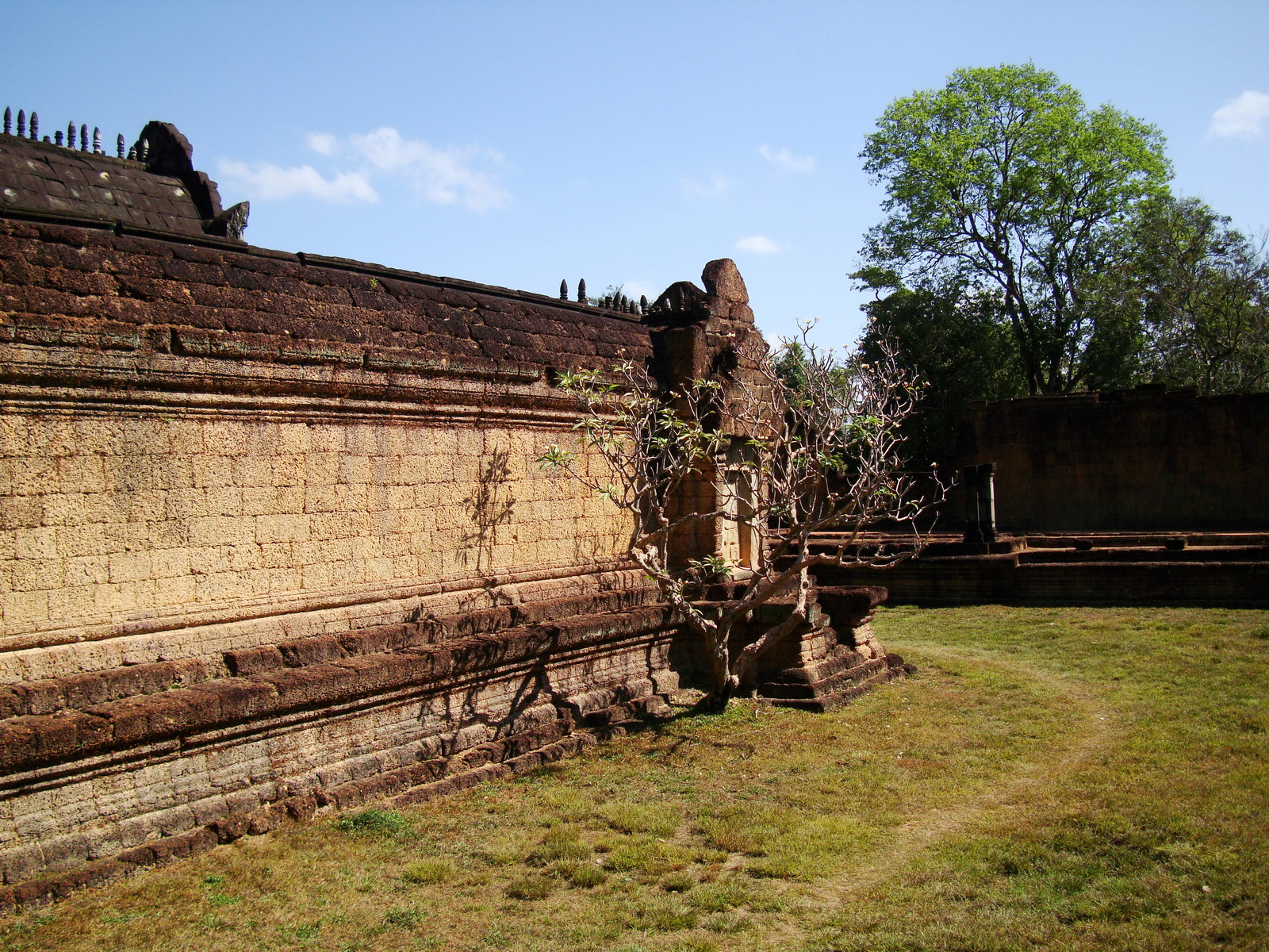 Banteay Samre Temple main sanctuary libraries East Baray 01