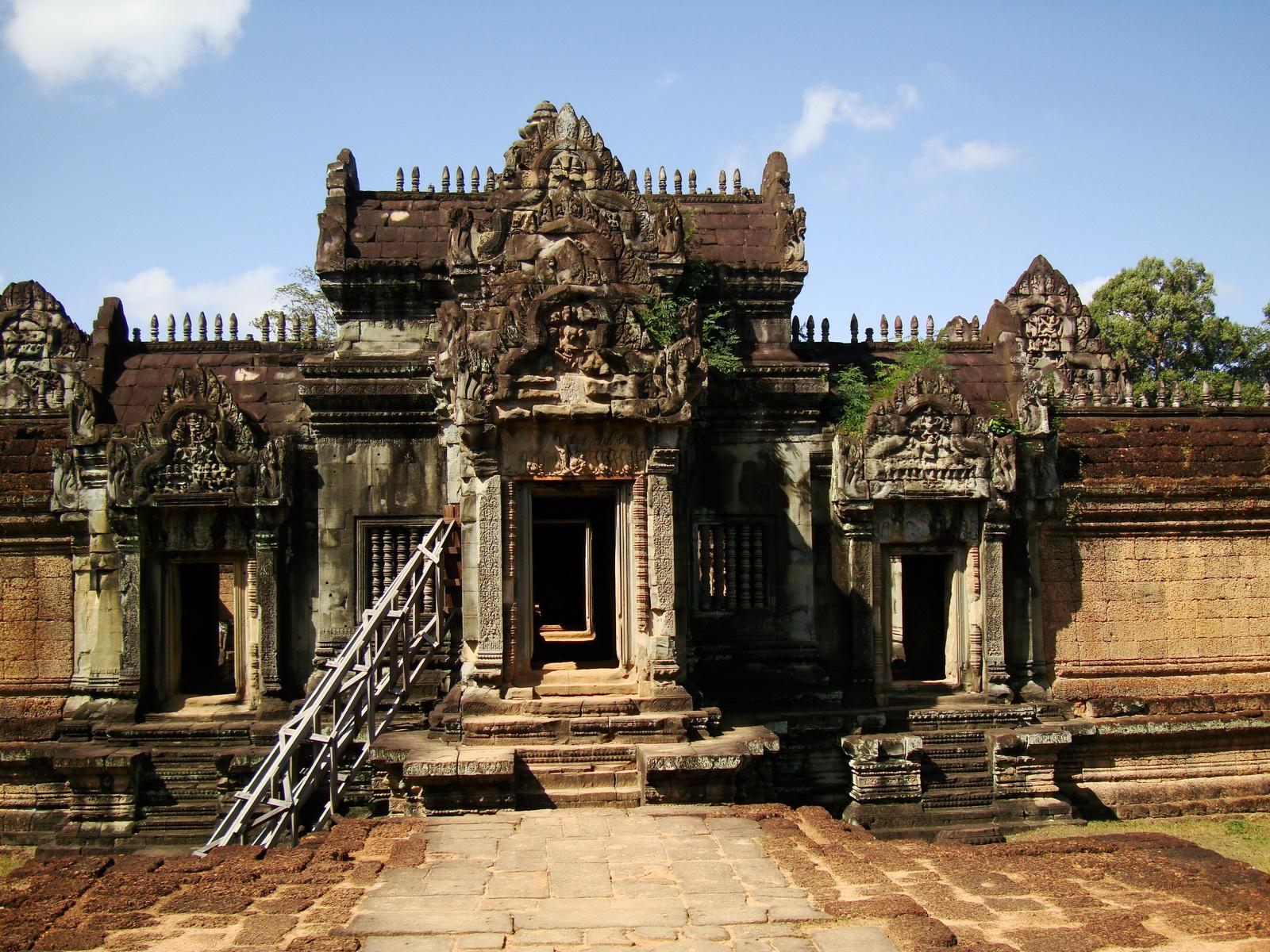 Banteay Samre Temple main sanctuary libraries East Baray 05