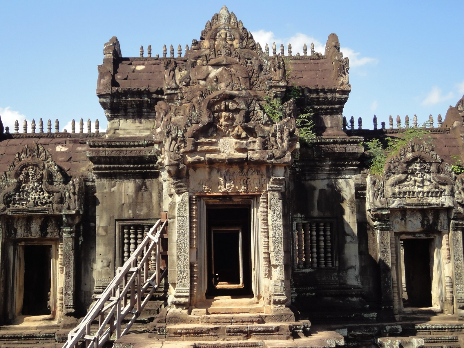 Banteay Samre Temple main sanctuary libraries East Baray 06