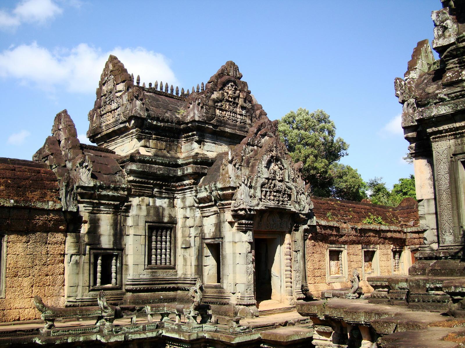 Banteay Samre Temple main sanctuary libraries East Baray 09