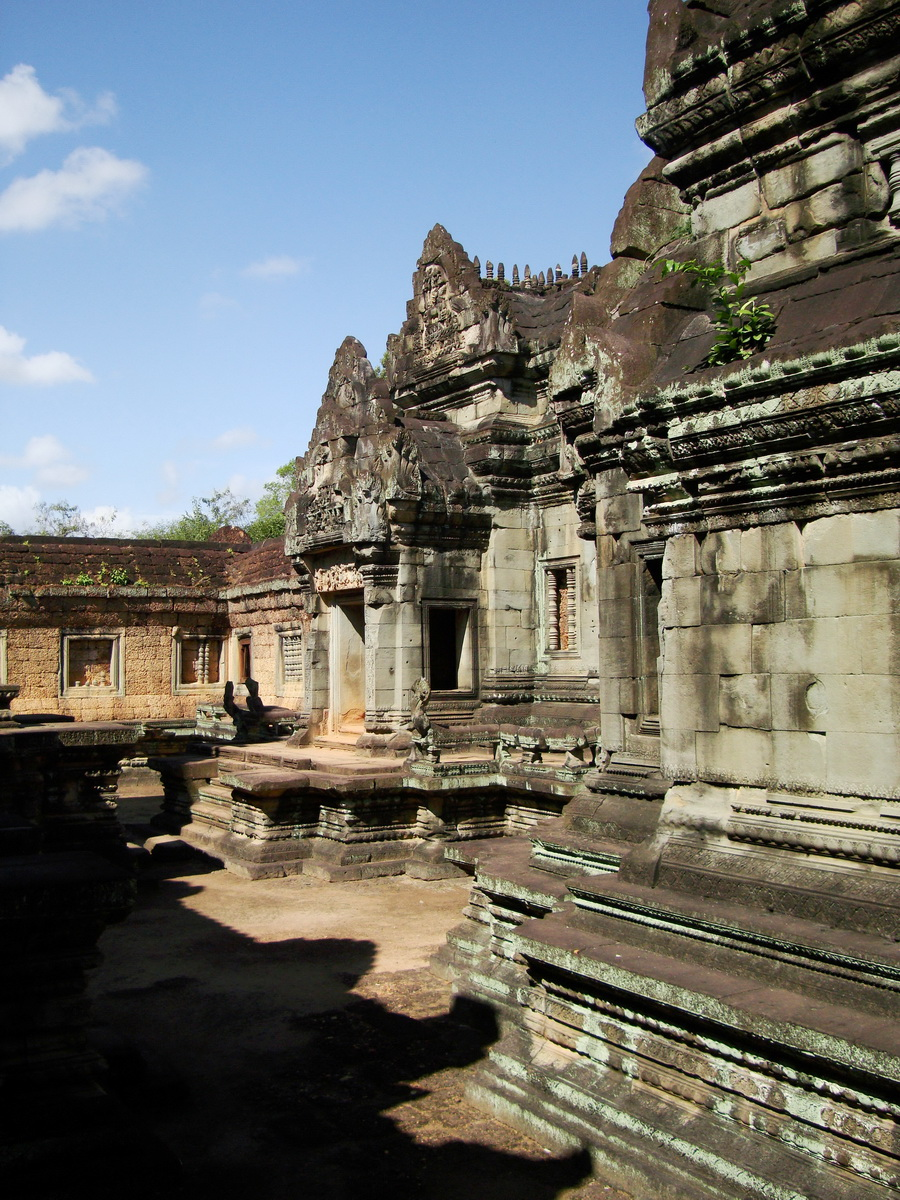 Banteay Samre Temple main sanctuary libraries East Baray 12