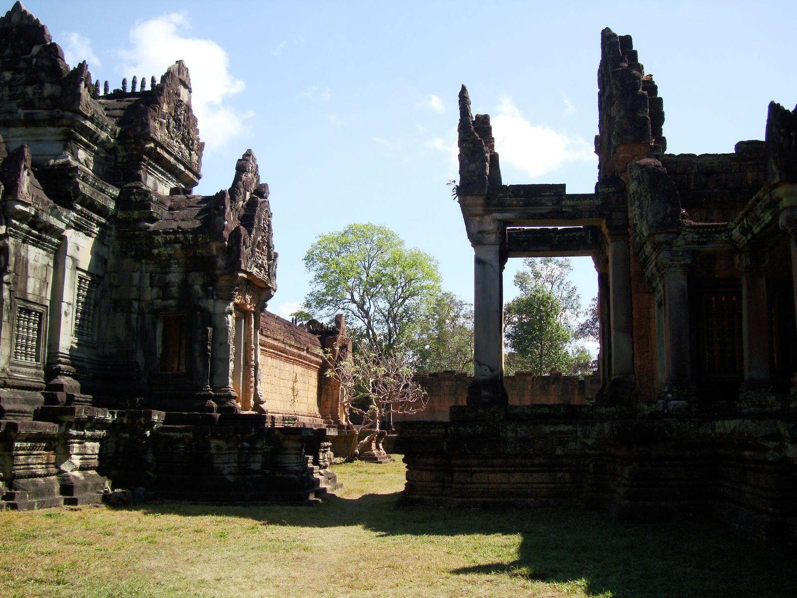 Banteay Samre Temple main sanctuary libraries East Baray 17