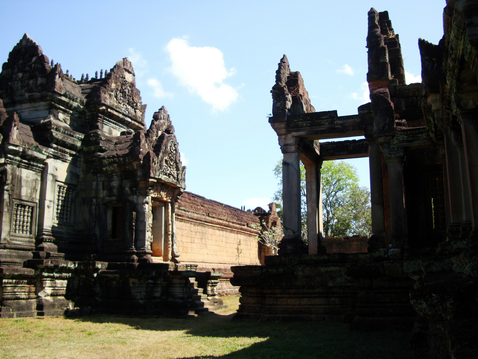 Banteay Samre Temple main sanctuary libraries East Baray 18