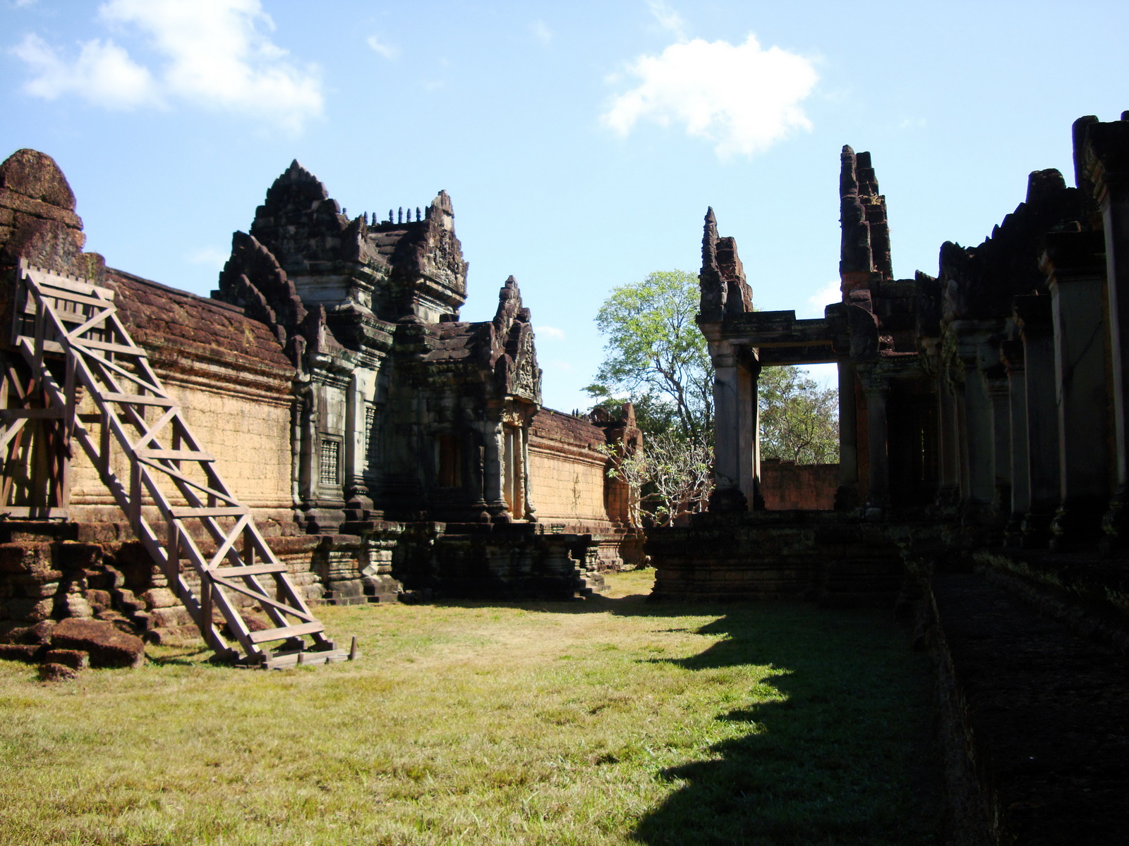 Banteay Samre Temple main sanctuary libraries East Baray 20