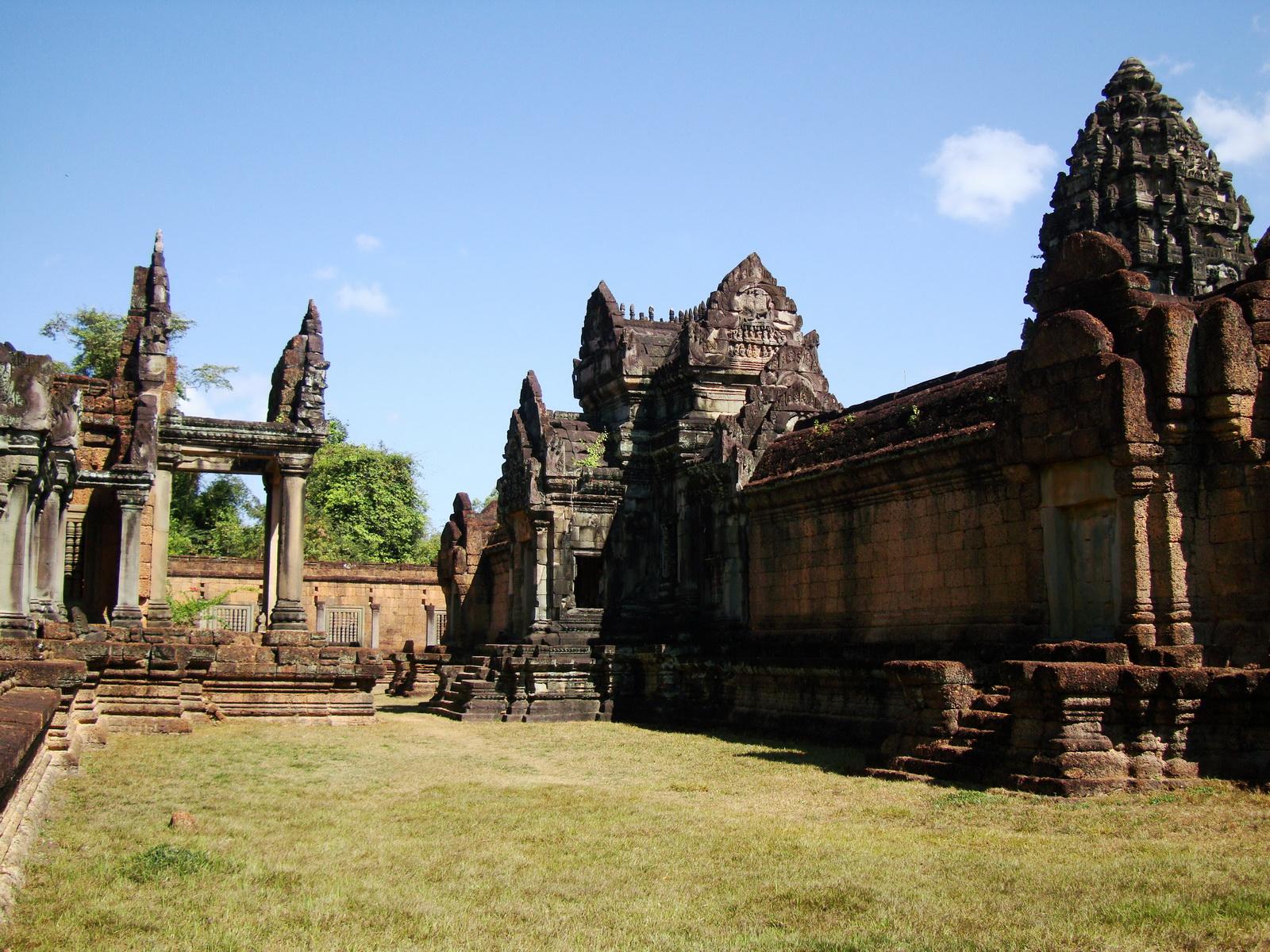 Banteay Samre Temple main sanctuary libraries East Baray 22