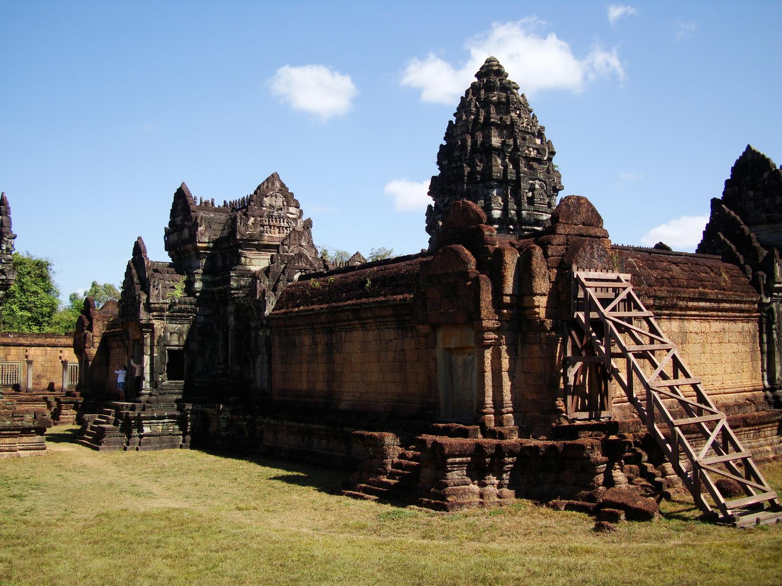 Banteay Samre Temple main sanctuary libraries East Baray 24