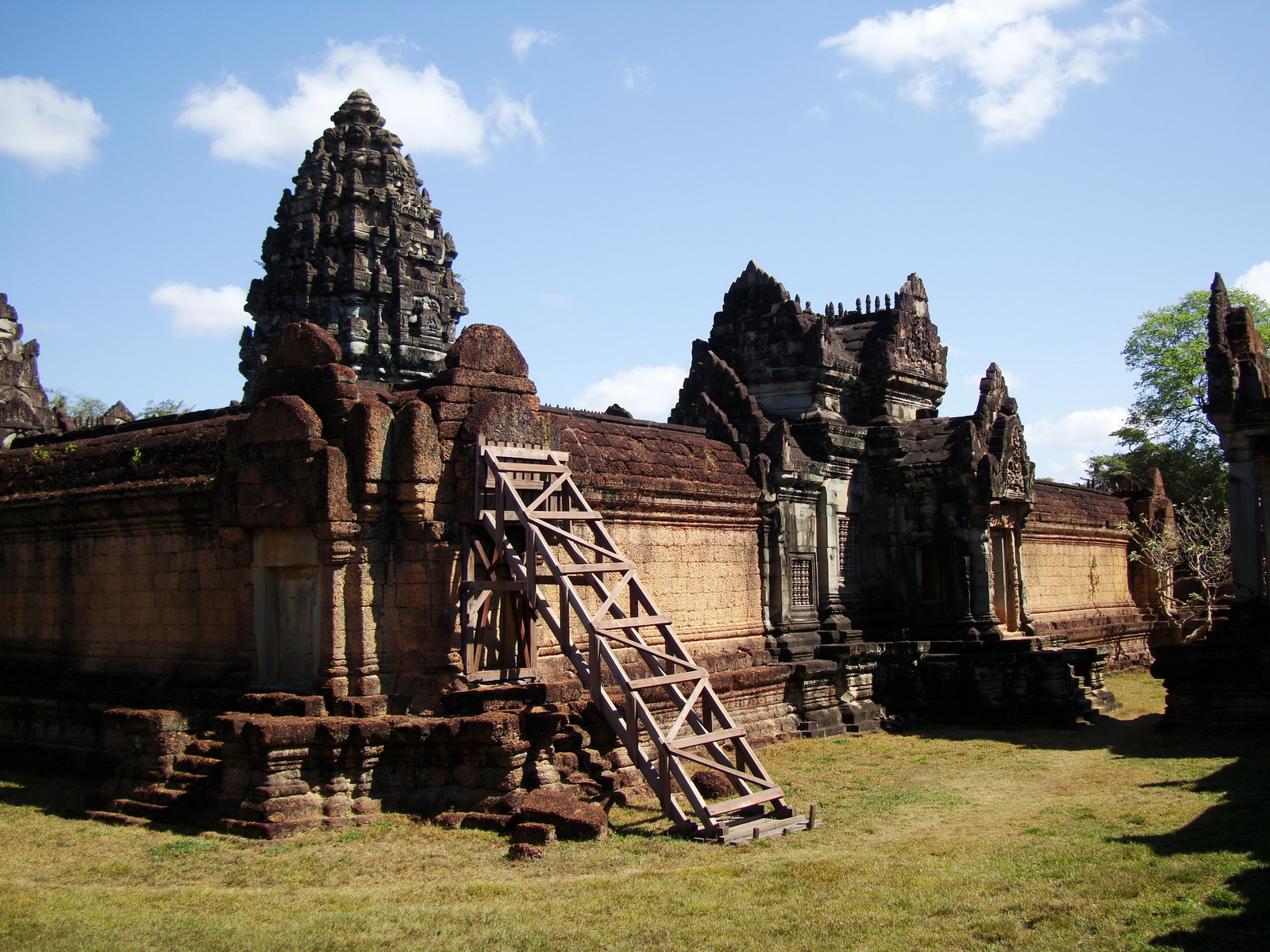 Banteay Samre Temple main sanctuary libraries East Baray 25