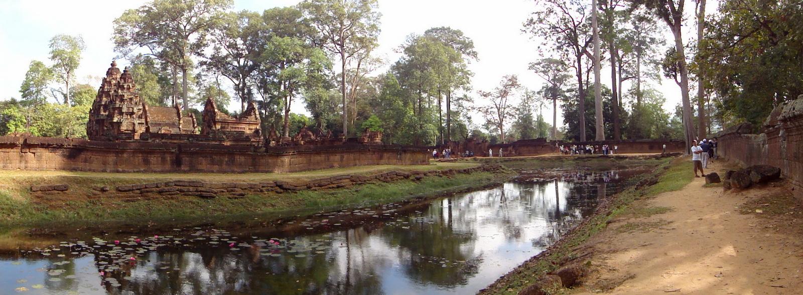 Banteay Srei 10th century Khmer architecture Tribhuvanamahesvara 02