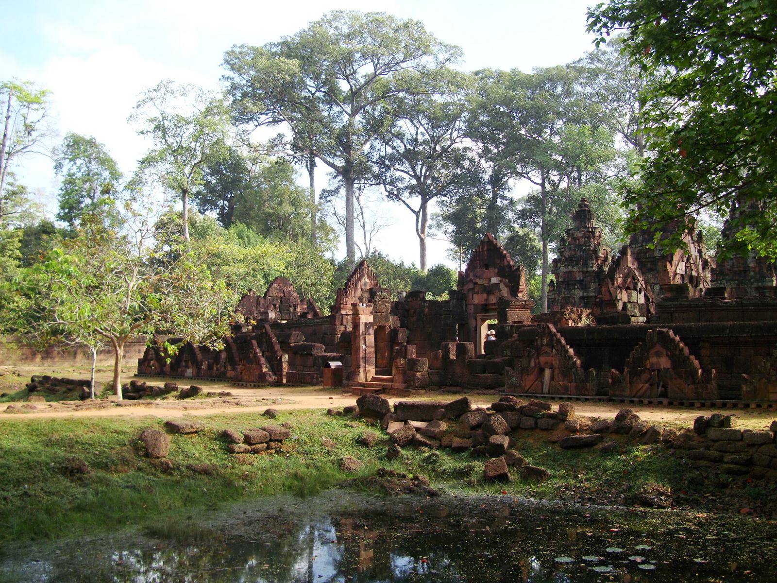 Banteay Srei 10th century Khmer architecture Tribhuvanamahesvara 06