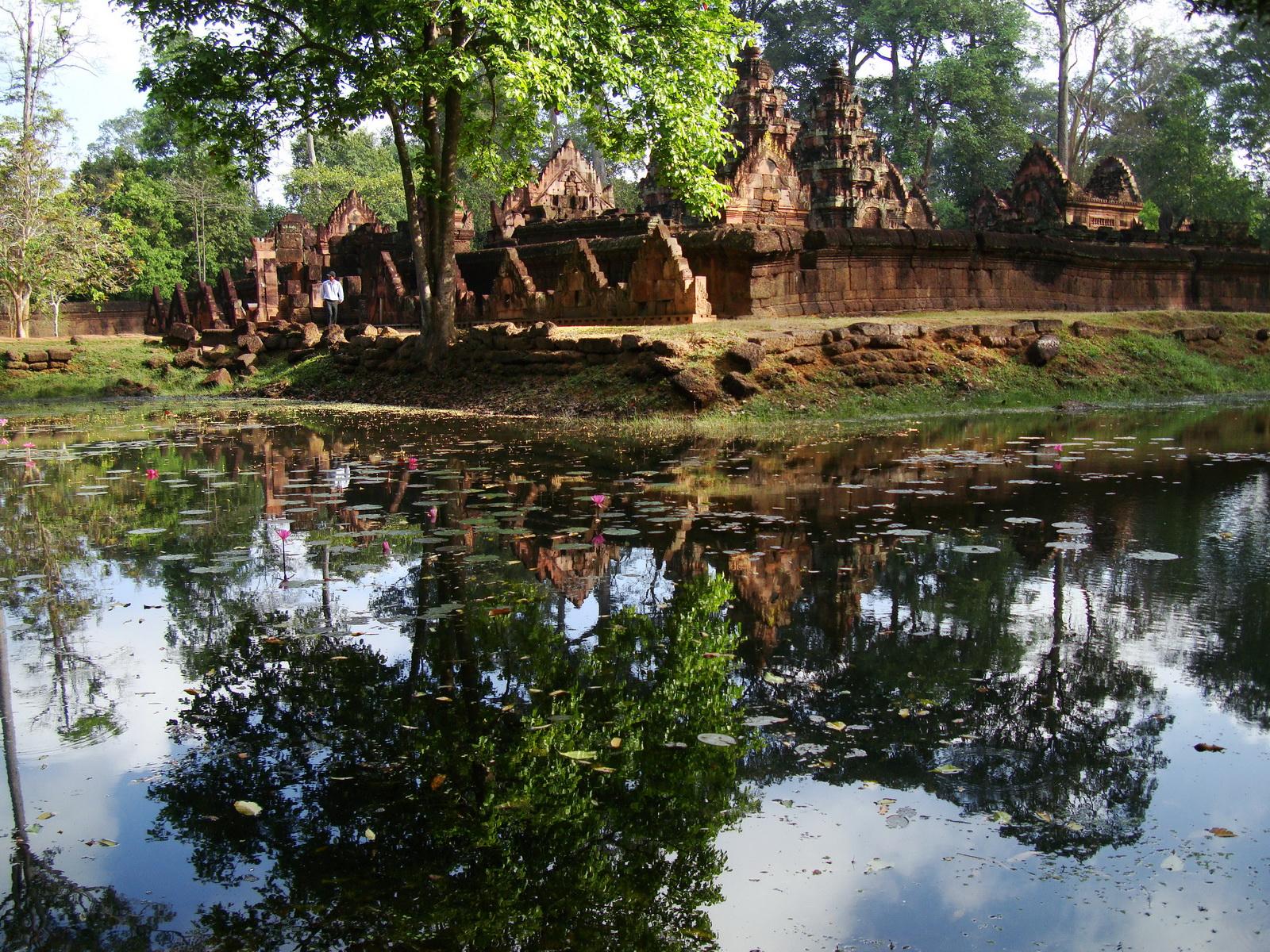 Banteay Srei 10th century Khmer architecture Tribhuvanamahesvara 10