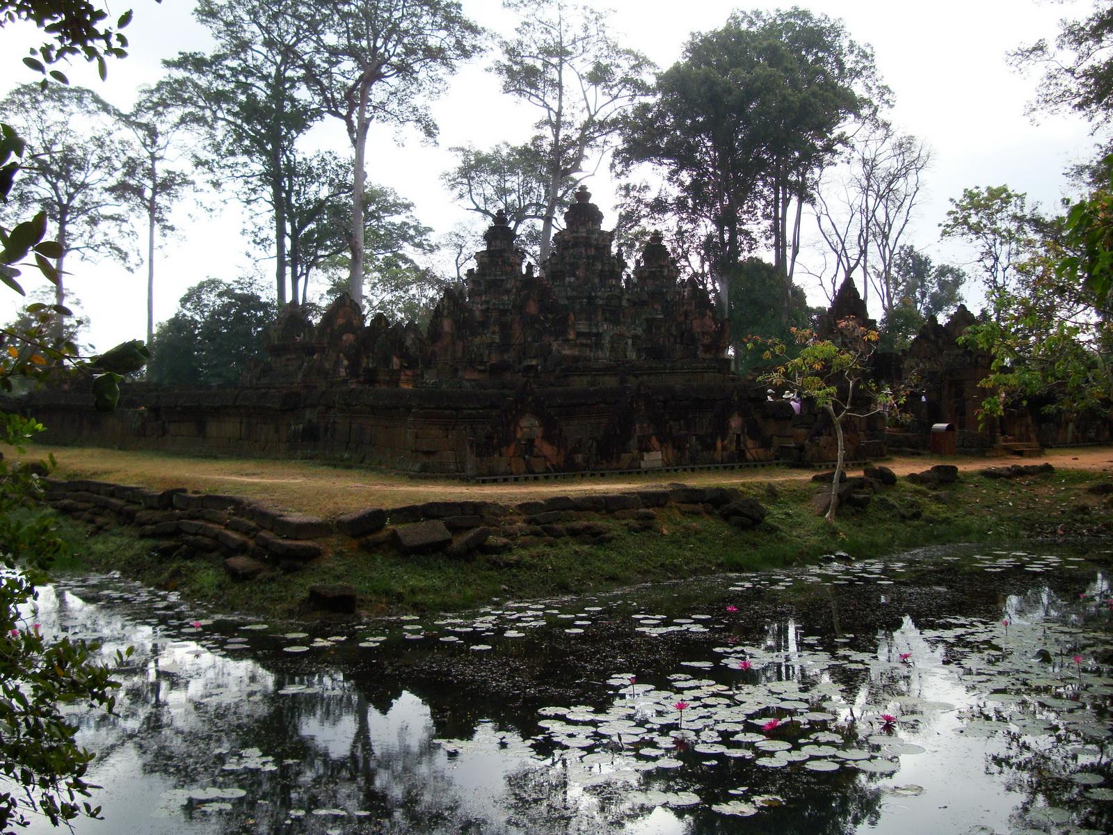 Banteay Srei 10th century Khmer architecture Tribhuvanamahesvara 11