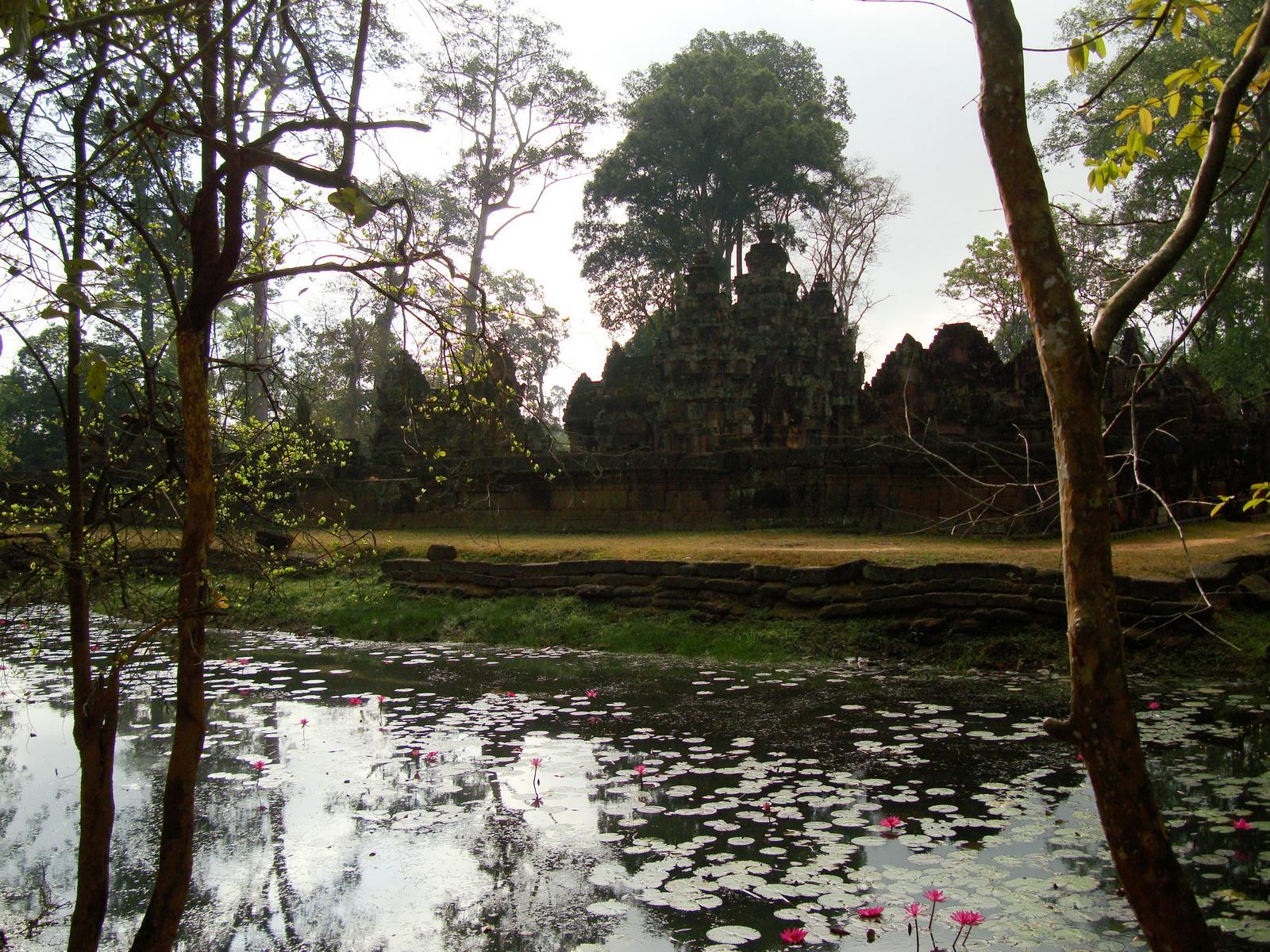 Banteay Srei 10th century Khmer architecture Tribhuvanamahesvara 12