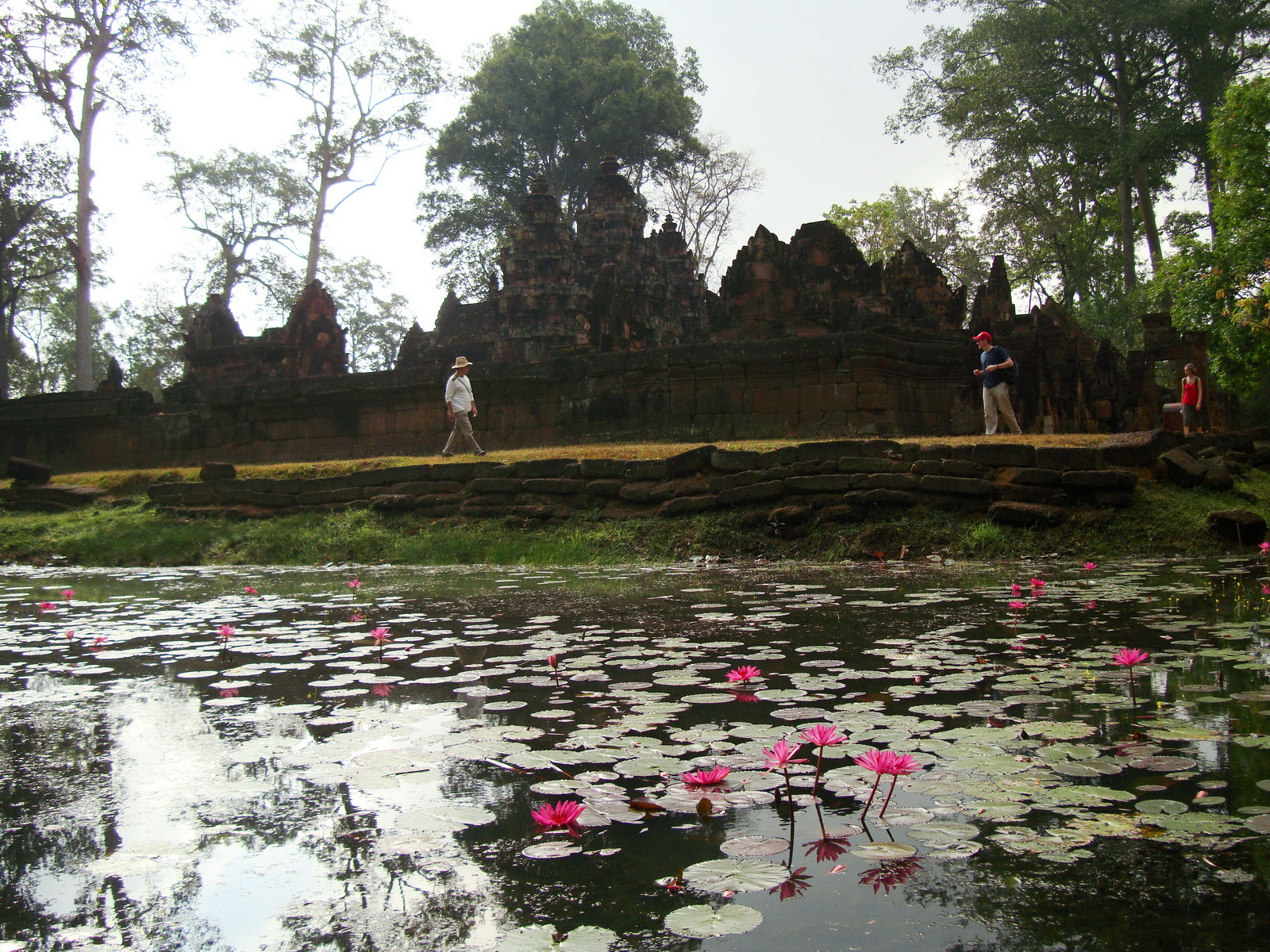 Banteay Srei 10th century Khmer architecture Tribhuvanamahesvara 14