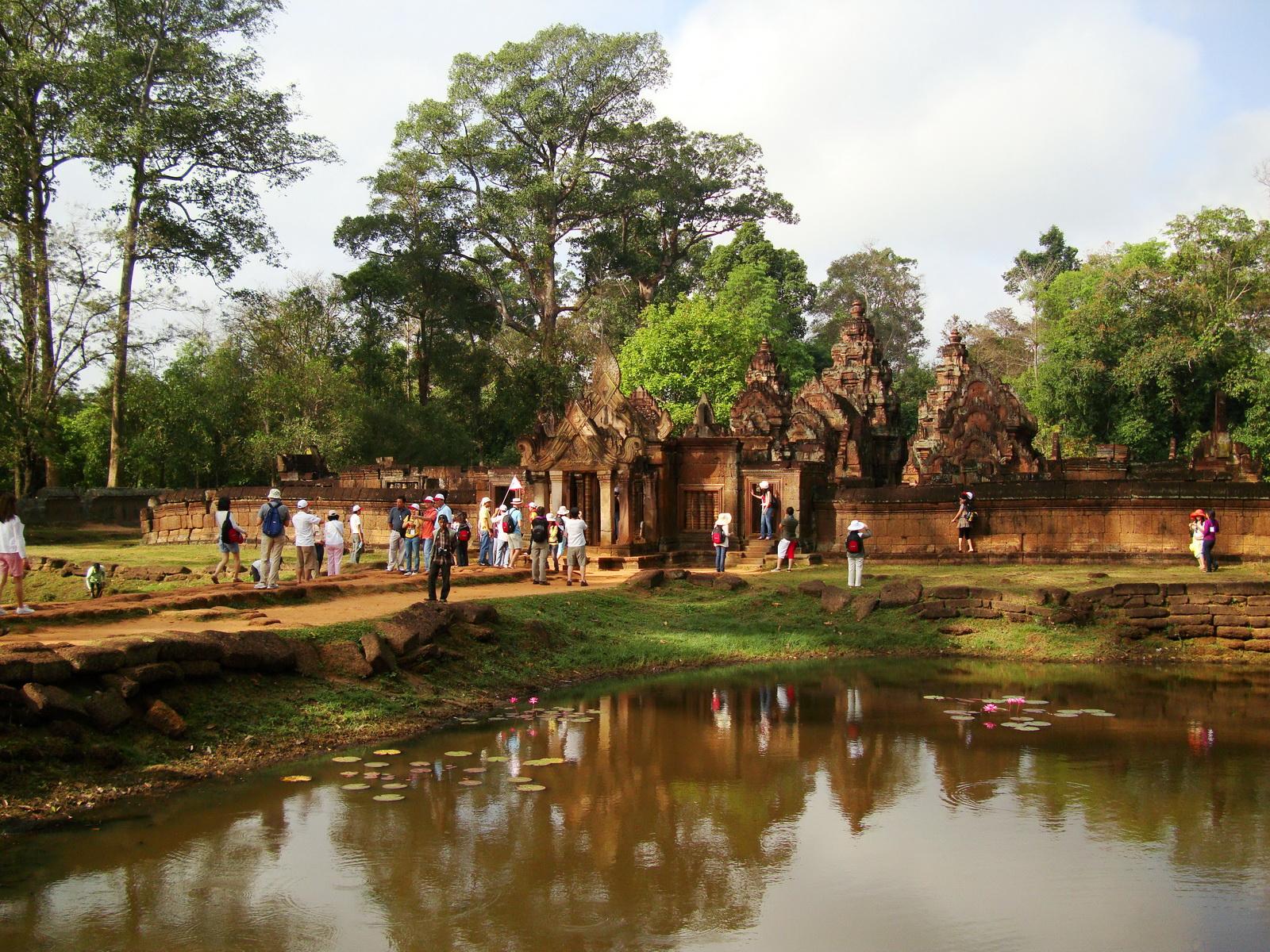 Banteay Srei 10th century Khmer architecture Tribhuvanamahesvara 20