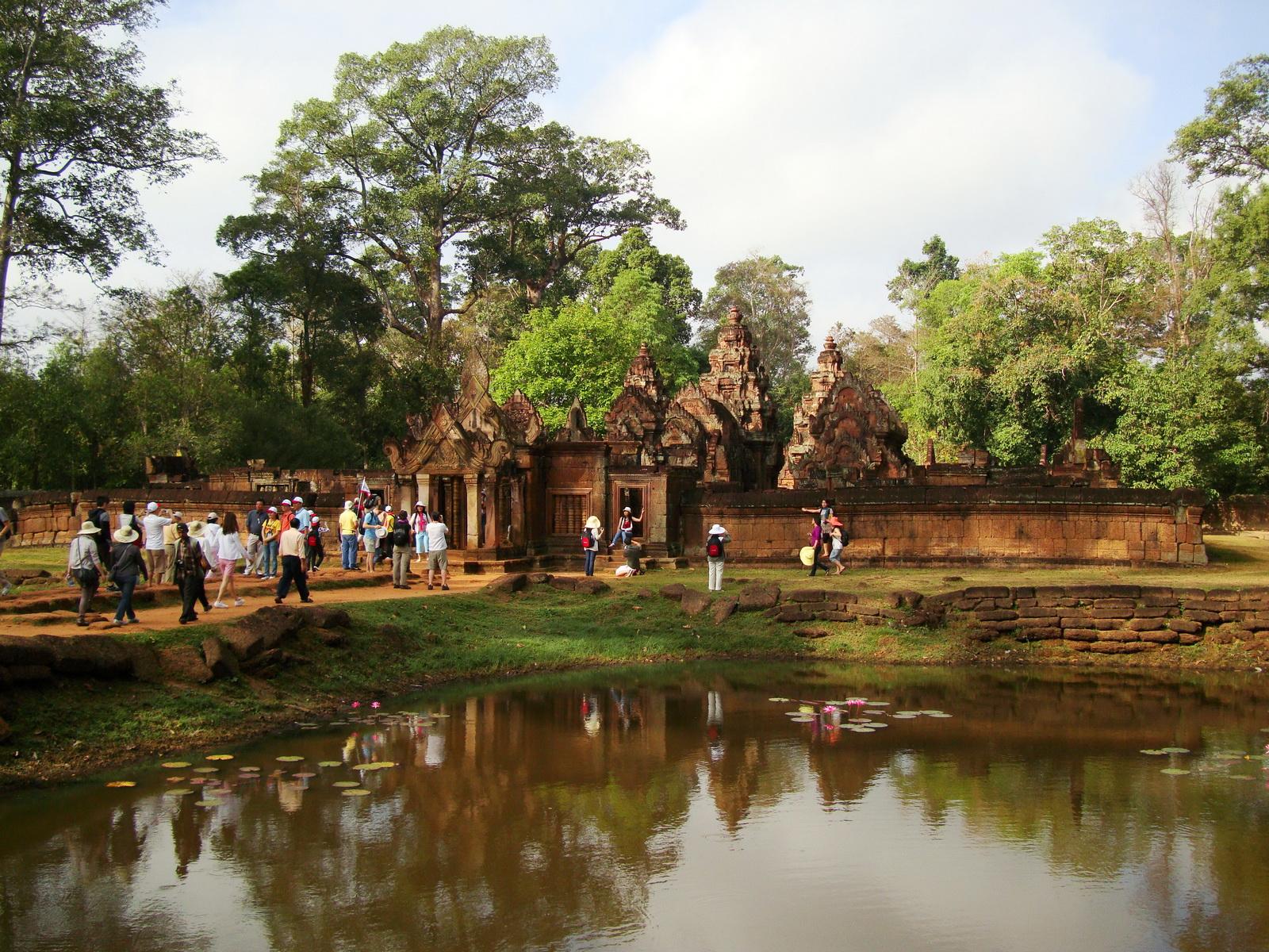 Banteay Srei 10th century Khmer architecture Tribhuvanamahesvara 21