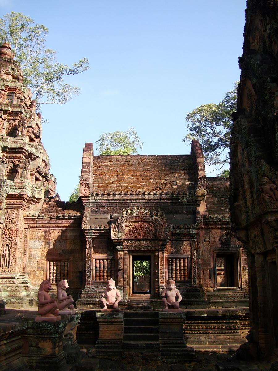 Banteay Srei 10th century architecture inner sanctuary area 07