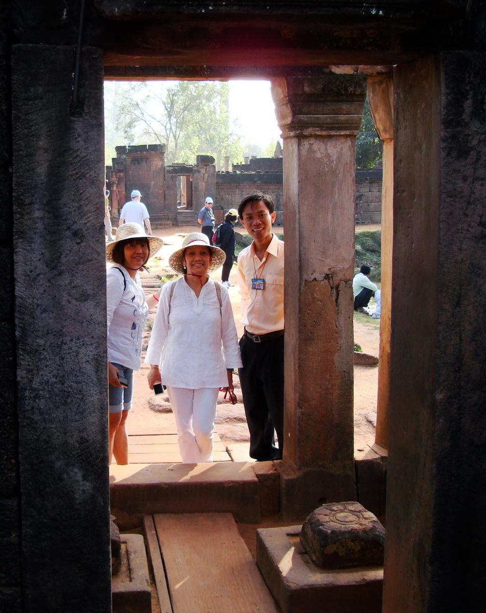 Banteay Srei Angkor Village hotel Tour guide Phin Lyngeth 01