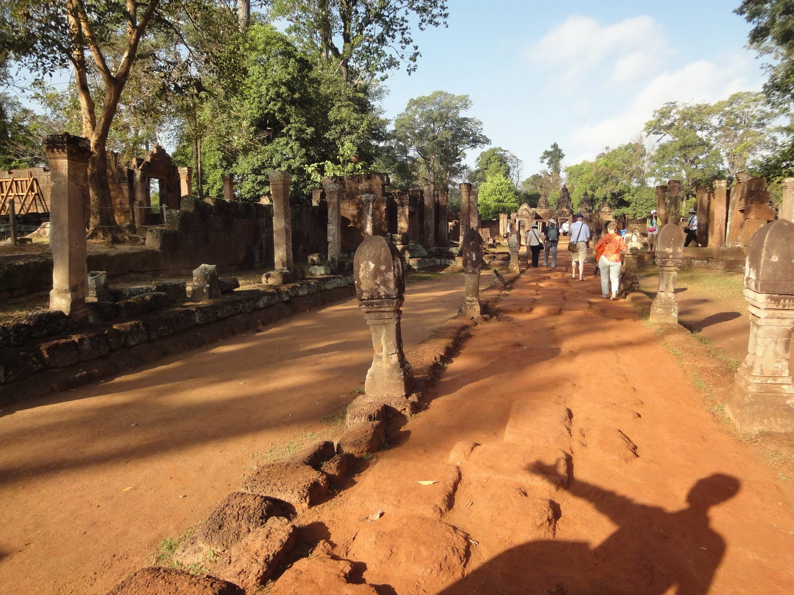 Banteay Srei Hindu Temple boundary entrance courseway 01