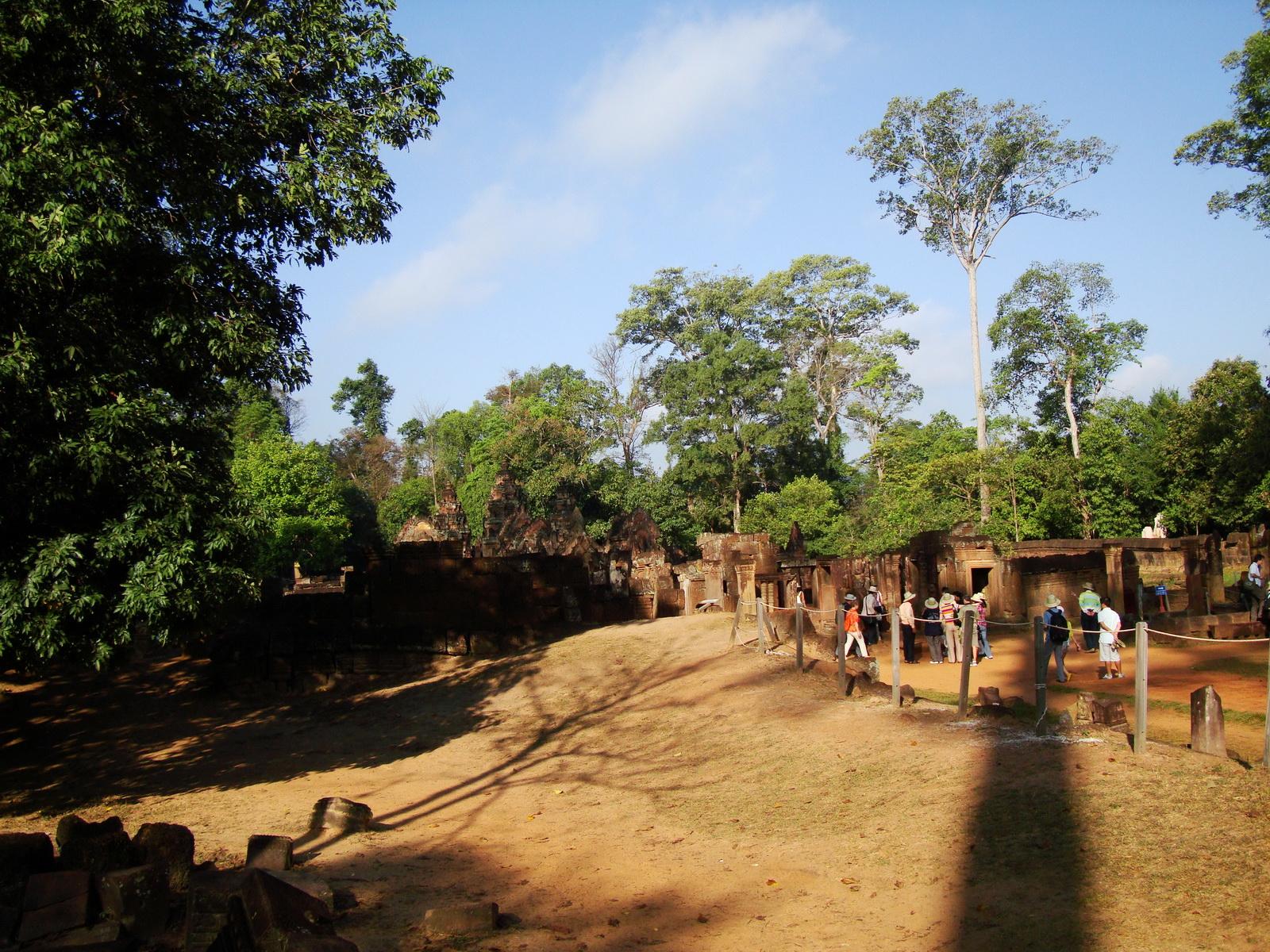Banteay Srei Hindu Temple boundary entrance courseway 09