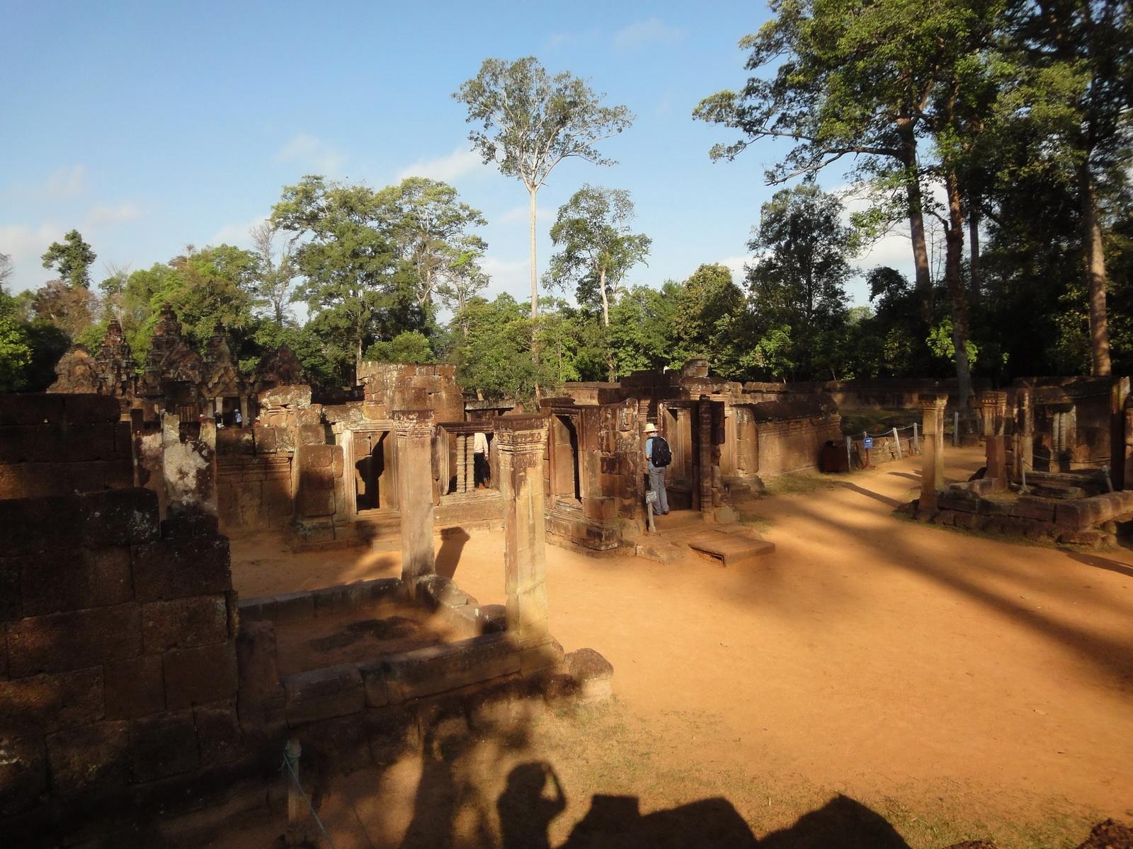 Banteay Srei Hindu Temple boundary entrance courseway 11