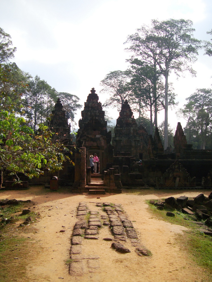 Banteay Srei Hindu Temple boundary entrance courseway 16
