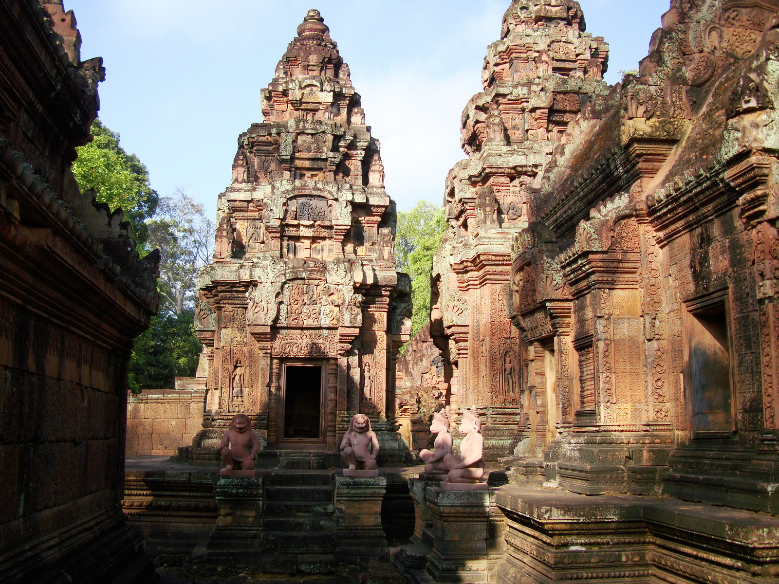 Banteay Srei Hindu Temple red sandstone Gopura arches 02