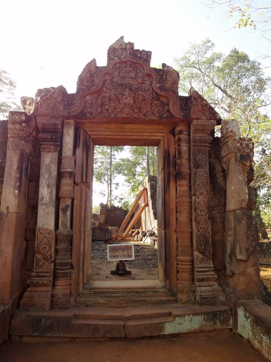 Banteay Srei Hindu Temple red sandstone carved arches 01
