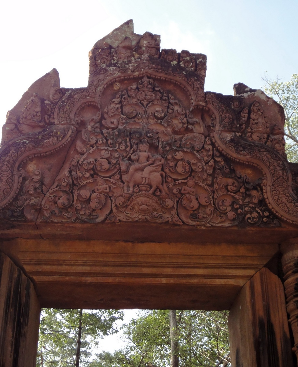 Banteay Srei Hindu Temple red sandstone carved arches 02