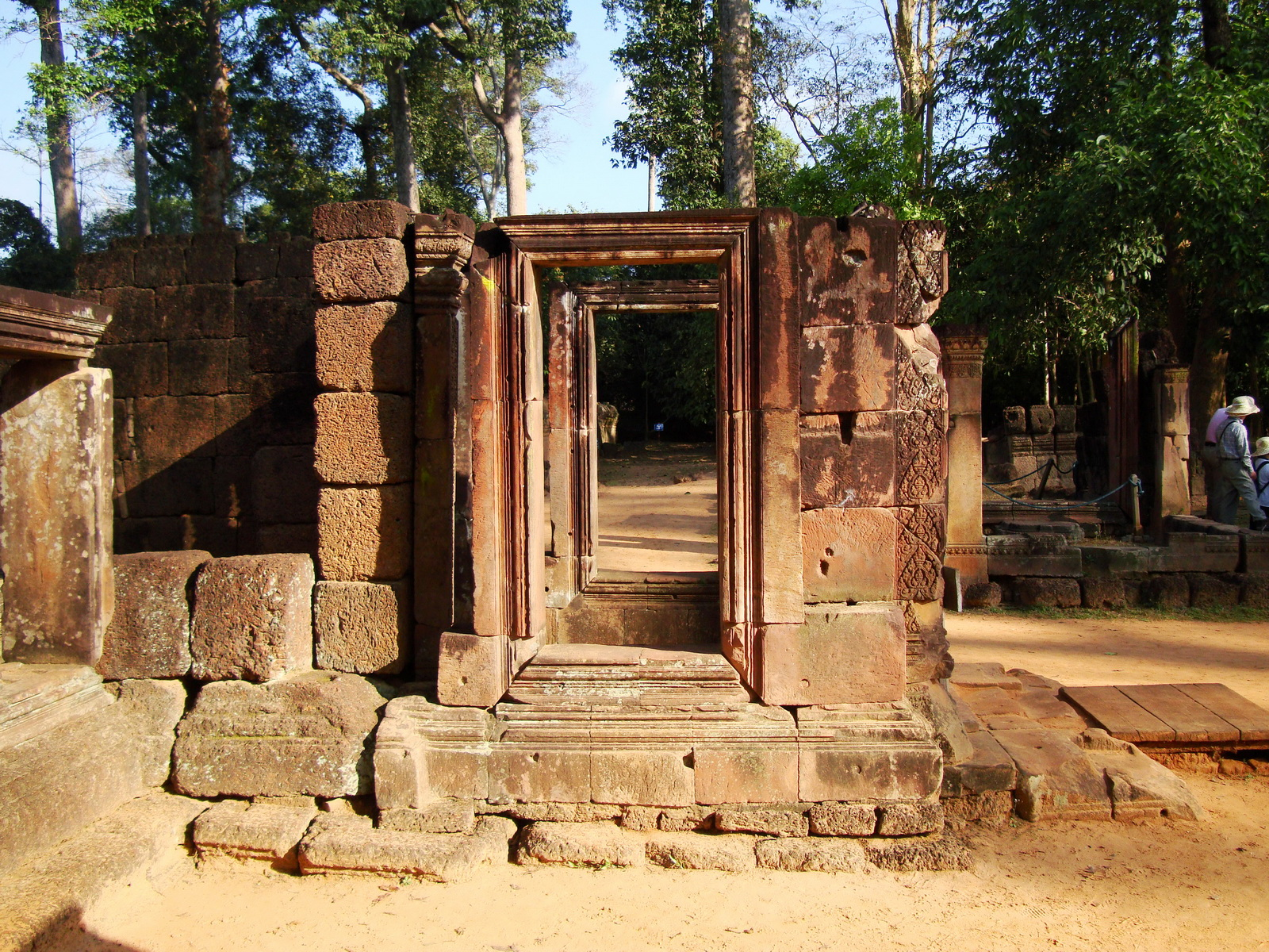 Banteay Srei Hindu Temple red sandstone carved passages 01