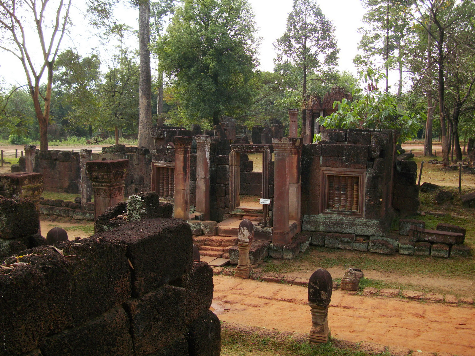 Banteay Srei Hindu Temple red sandstone carved passages 07