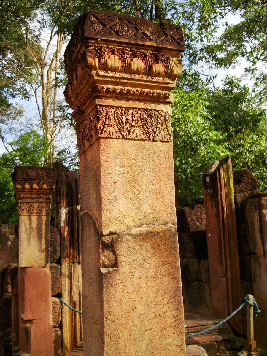 Banteay Srei Hindu Temple red sandstone carved pillars 01
