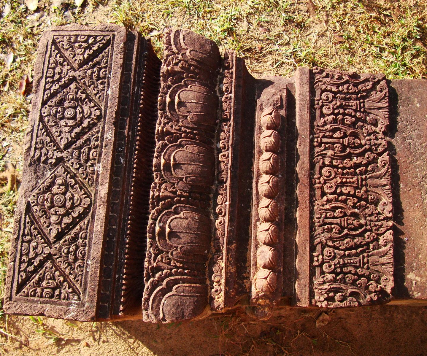 Banteay Srei Hindu Temple red sandstone carved pillars 02