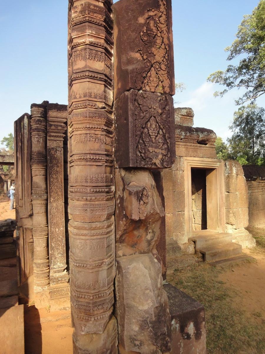 Banteay Srei Hindu Temple red sandstone carved pillars 05