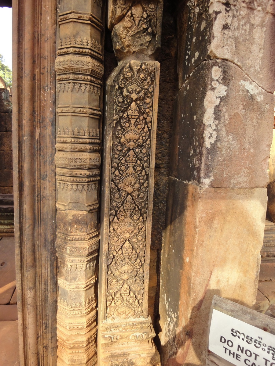 Banteay Srei Hindu Temple red sandstone carved pillars 07