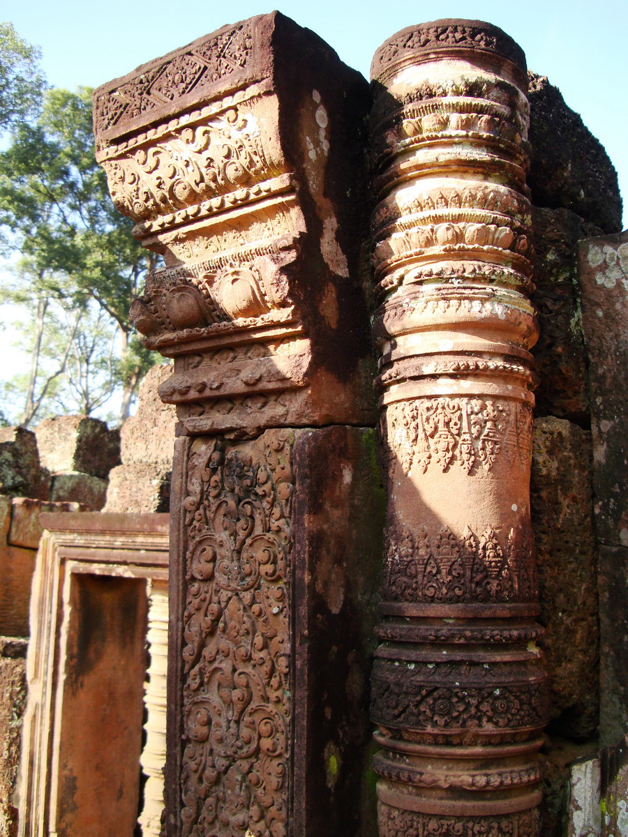 Banteay Srei Hindu Temple red sandstone carved pillars 09
