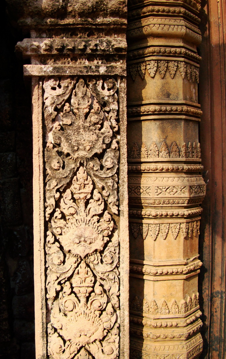 Banteay Srei Hindu Temple red sandstone carved pillars 10