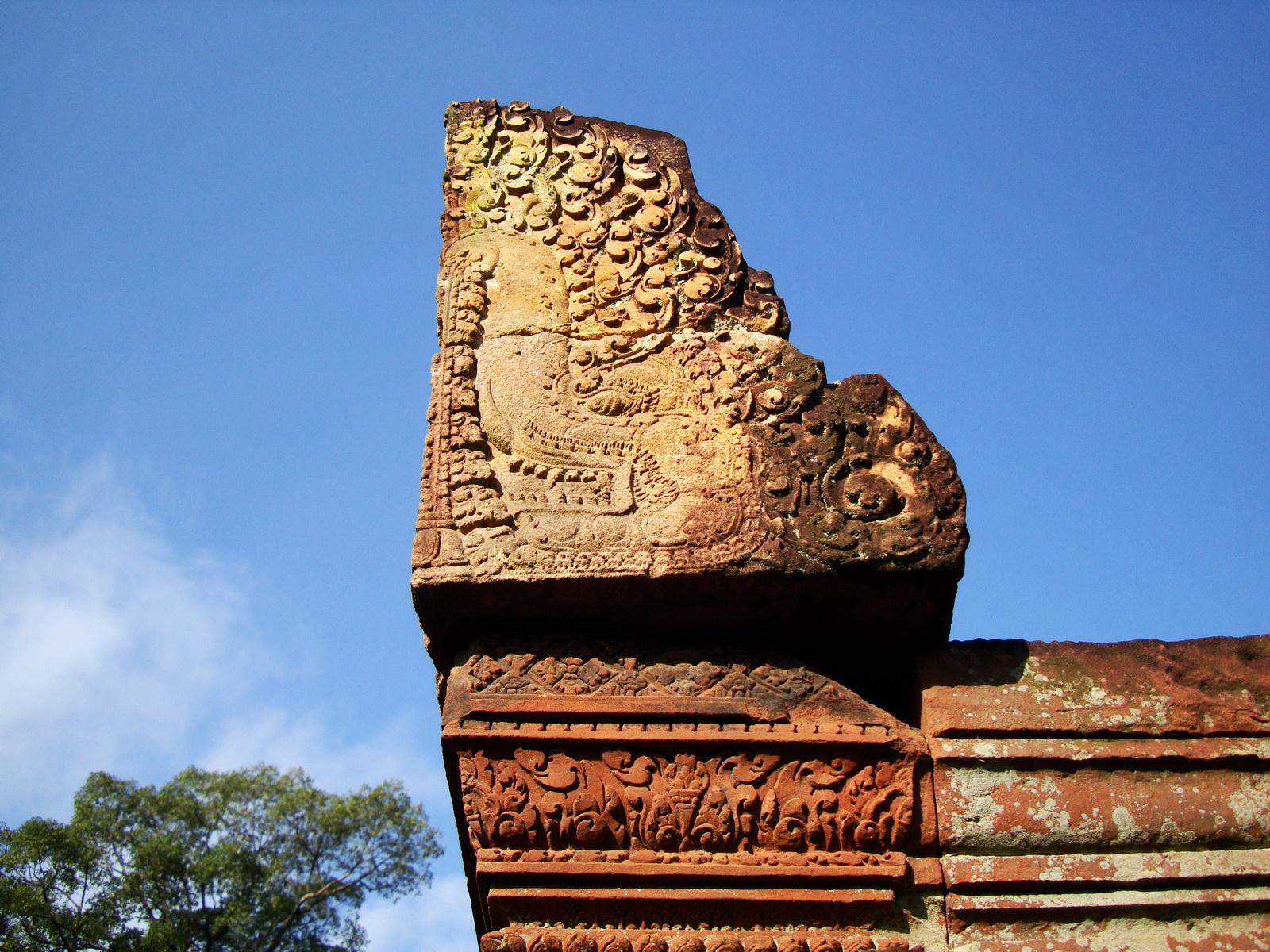 Banteay Srei Hindu Temple red sandstone carved pillars 11