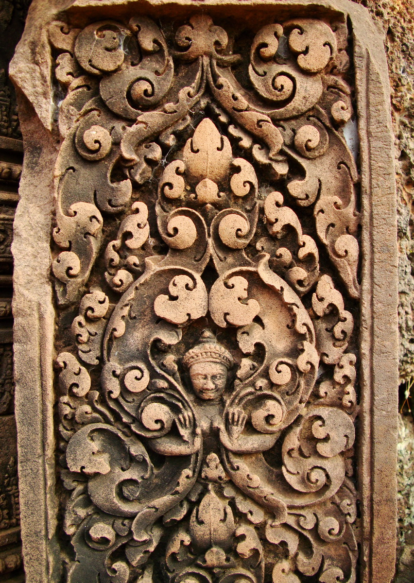 Banteay Srei Hindu Temple red sandstone carved pillars 13