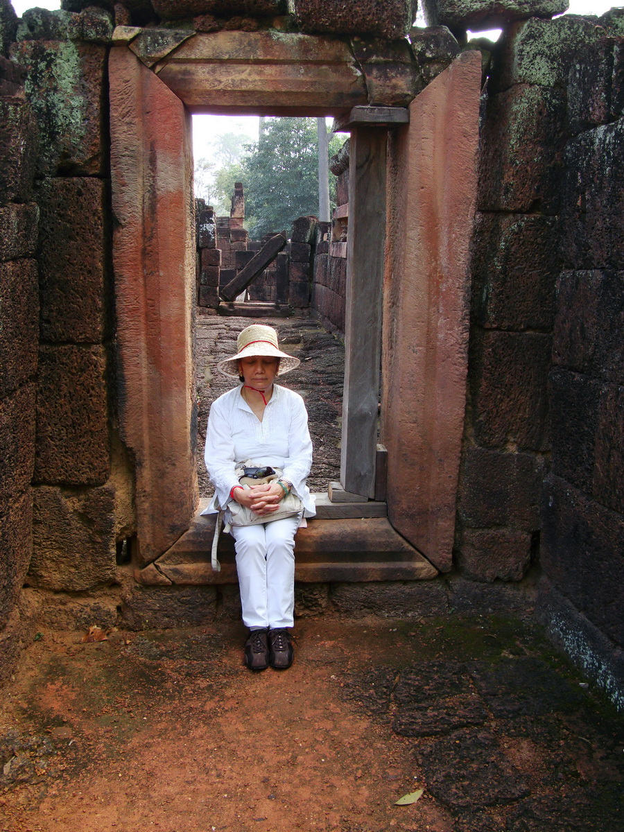Banteay Srei Hindu Temple taking time out Jan 2010 01