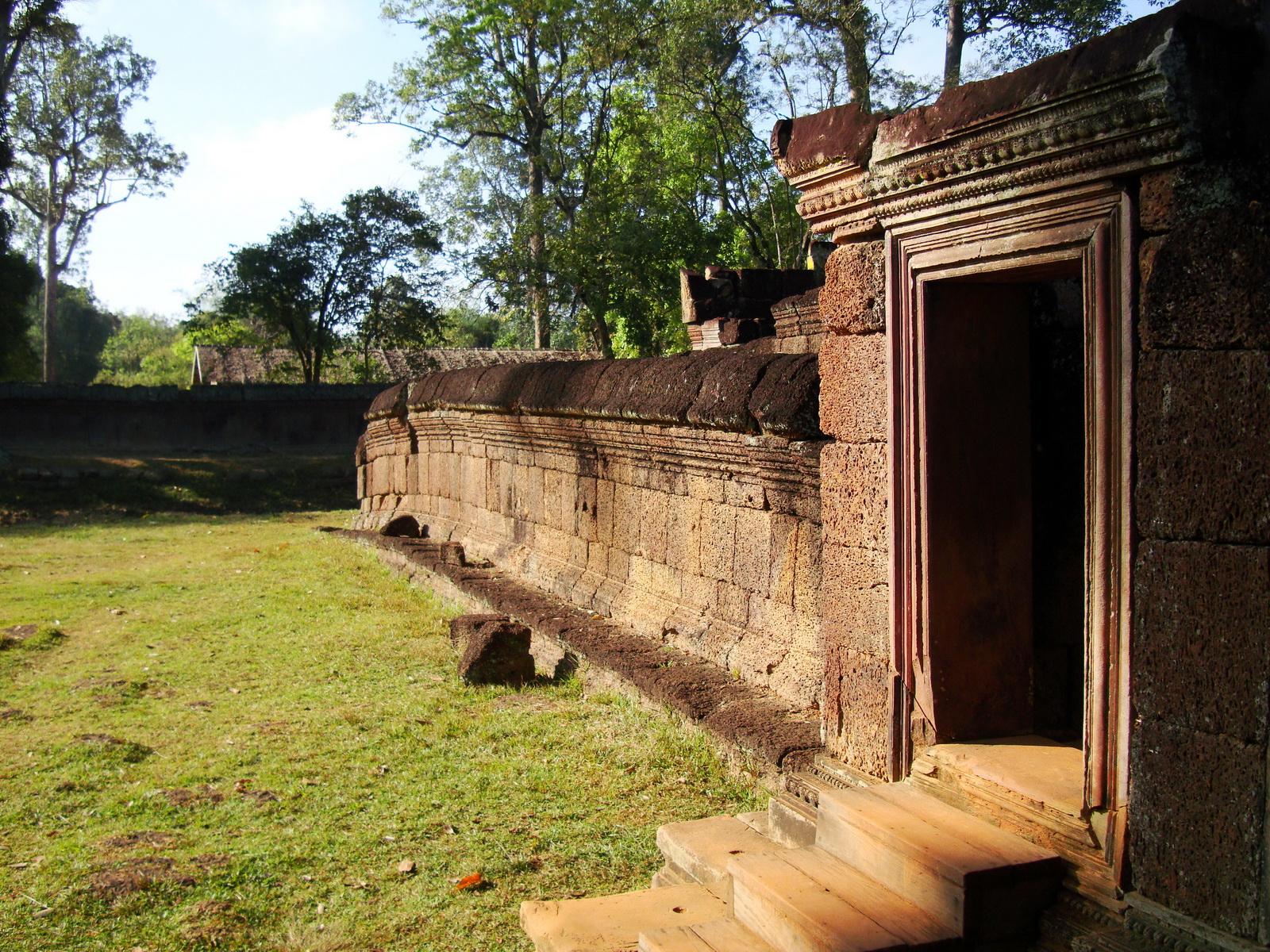 Banteay Srei Temple 10th century architecture laterite walls 01