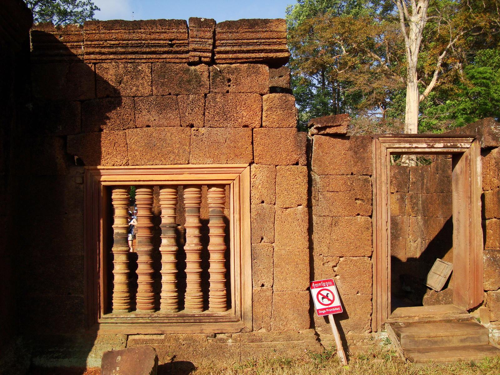 Banteay Srei Temple 10th century architecture laterite walls 03