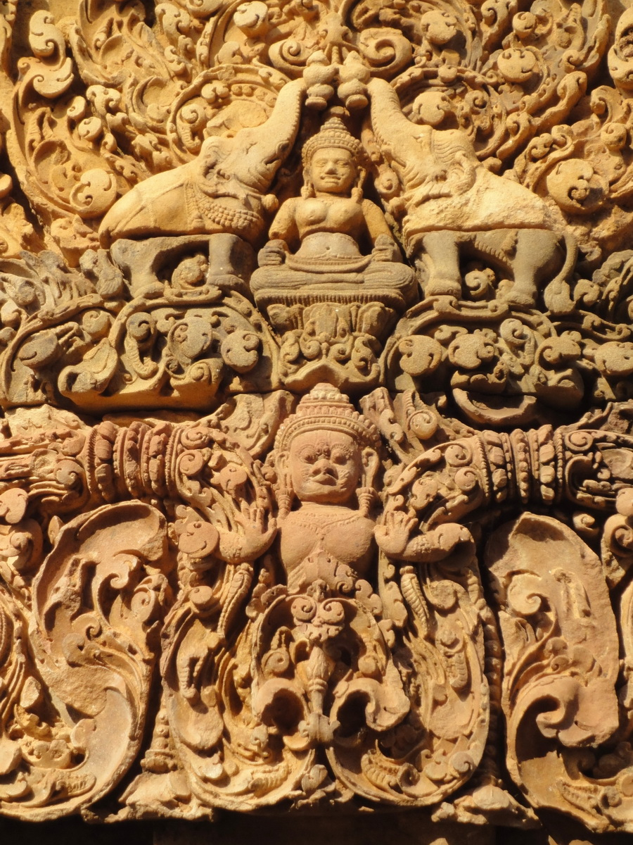 Banteay Srei Temple closeups of the innately carved sandstone arches 01